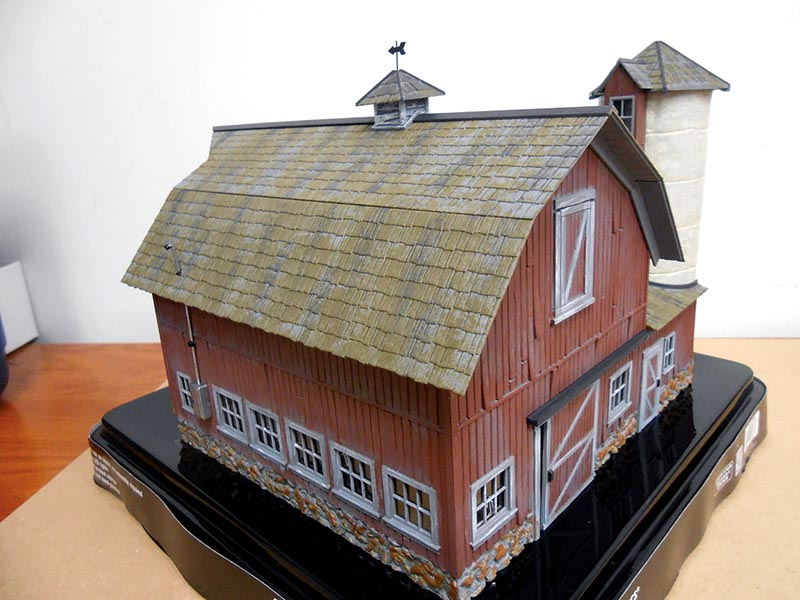 O Scale Old Weathered Barn from Woodland Scenics